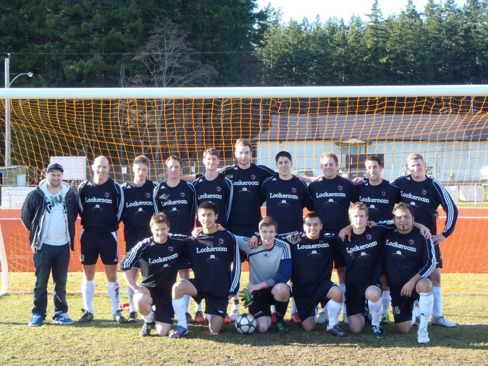 The Powell River Villa pose for a team shot
