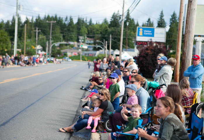 Crowds at the parade / Photo: powellriverseafair.ca
