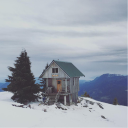 13 Amazing Photos of the Tin Hat Mountain Hut on the Sunshine Coast Trail