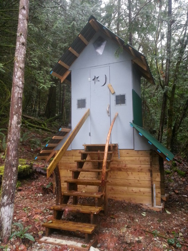 fairview bay hike outhouse